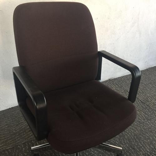 天津二手办公沙发专业出售,利琳家具回收家具守诚信