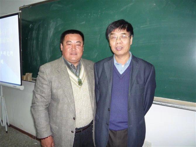 从事翡翠工作30多年的专家老师的传奇翡翠人生故事――王利老师