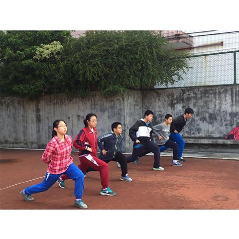 广州1000米跑步培训,在风雨中百折不饶勇直前